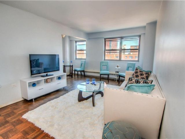 1 BR,  1.00 BTH  Co-op style home in Brooklyn Heights