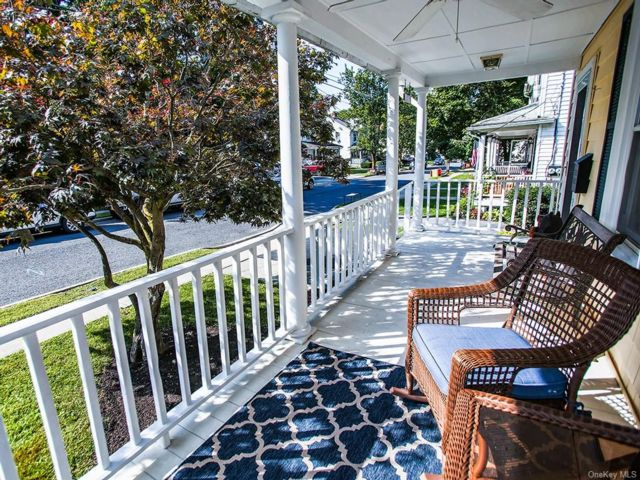 2 BR,  2.00 BTH 2 story style home in Warwick
