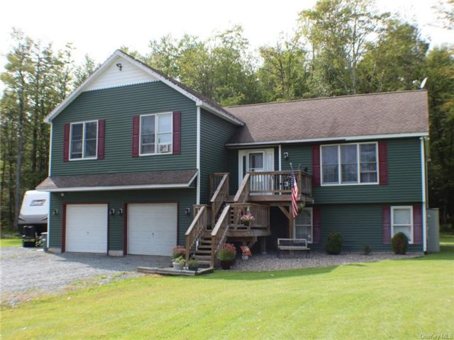 3 BR,  3.00 BTH Split level style home in Fallsburg