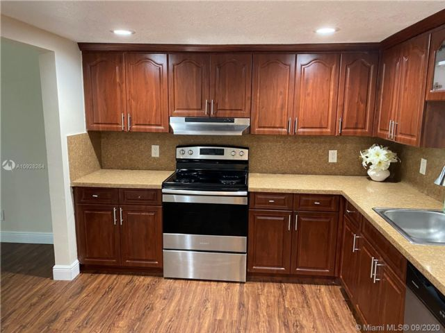 3 BR,  2.50 BTH Townhouse style home in Lauderhill