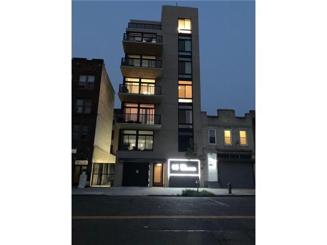 1 BR,  1.00 BTH Condominium style home in Manhattan Beach