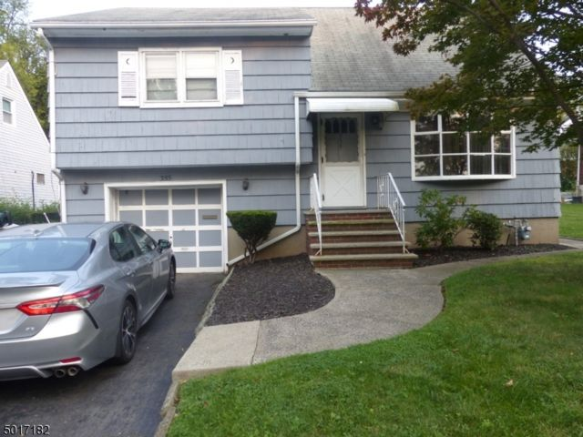 3 BR,  1.00 BTH  Split level style home in Bloomfield