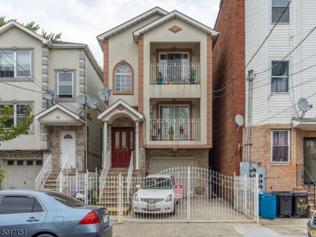 8 BR,  5.00 BTH Multi-family style home in Elizabeth