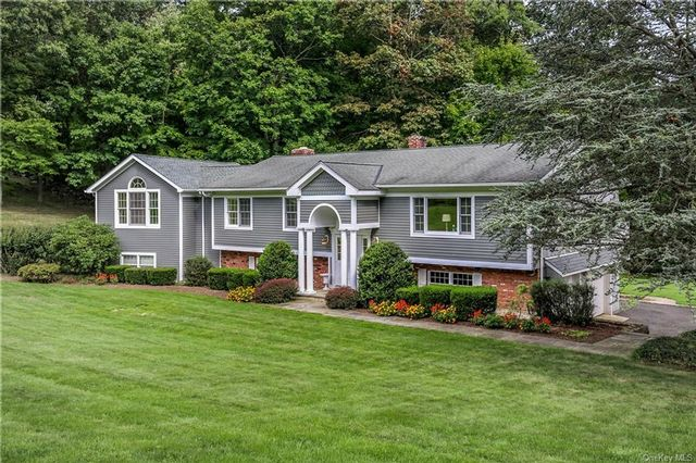 4 BR,  4.00 BTH Raised ranch style home in Mount Pleasant