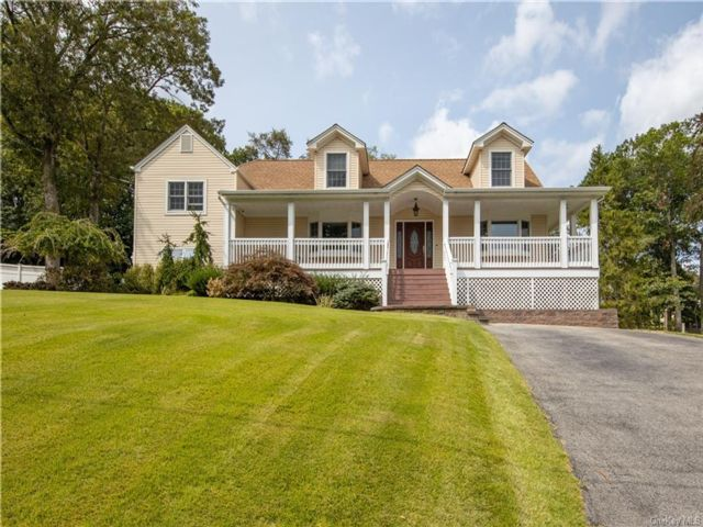 5 BR,  3.00 BTH  Split level style home in Orangetown