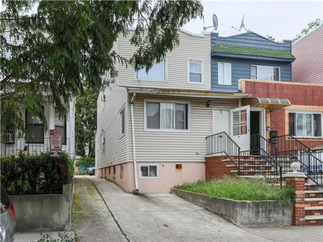 4 BR,  2.00 BTH  Single family style home in Kensington