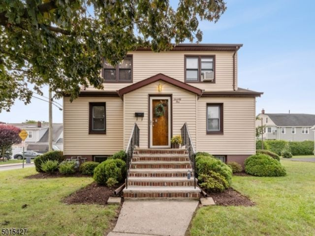 4 BR,  2.50 BTH Multi-family style home in Nutley