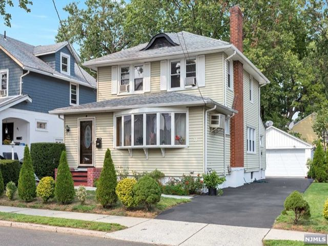 3 BR,  2.00 BTH  Colonial style home in Bergenfield