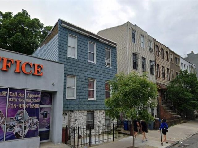 4 BR,  0.00 BTH  Multi-family style home in Bedford Stuyvesant