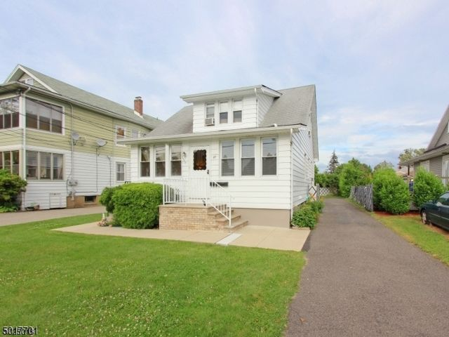 2 BR,  1.00 BTH House style home in West Paterson