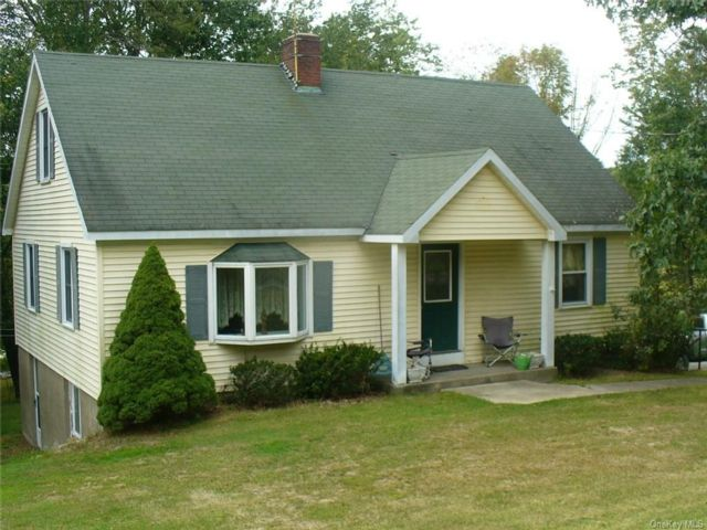 3 BR,  2.00 BTH  Cape style home in Monroe