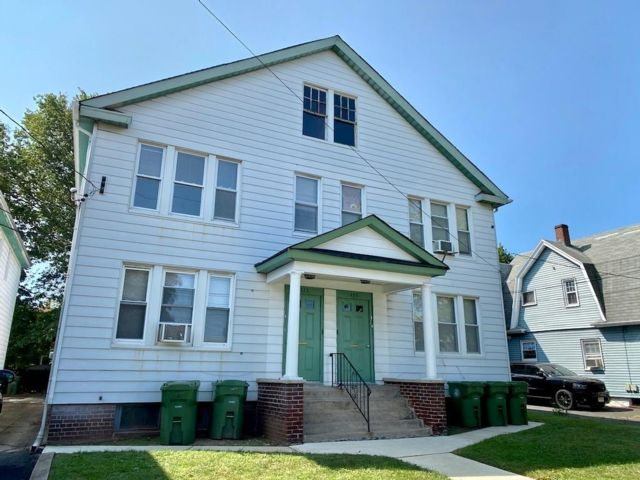 2 BR,  1.00 BTH  Apartment style home in Linden