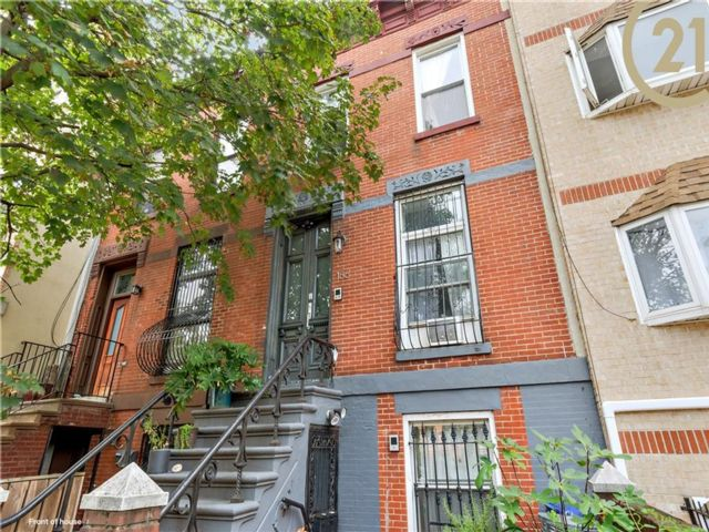 4 BR,  4.00 BTH  Single family style home in Bedford Stuyvesant
