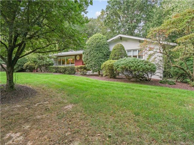 3 BR,  3.00 BTH  Ranch style home in Clarkstown