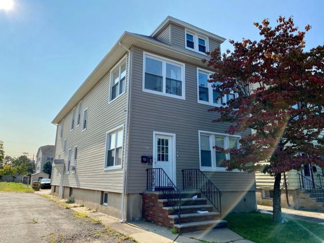 3 BR,  1.00 BTH  Apartment style home in Linden