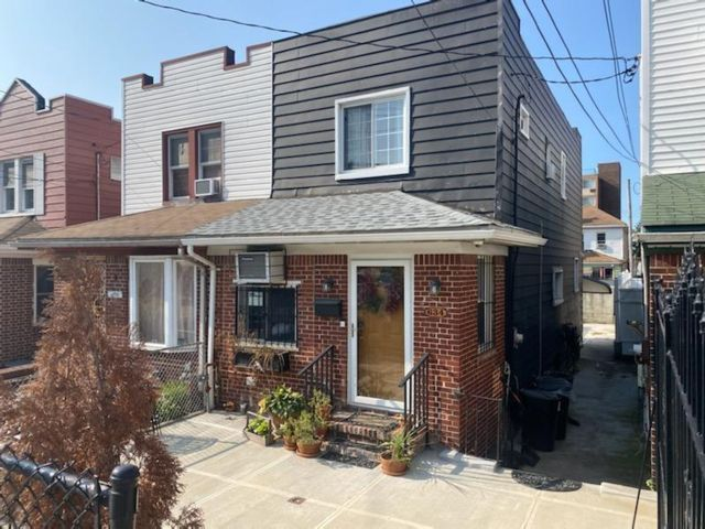 3 BR,  1.50 BTH Single family style home in Canarsie