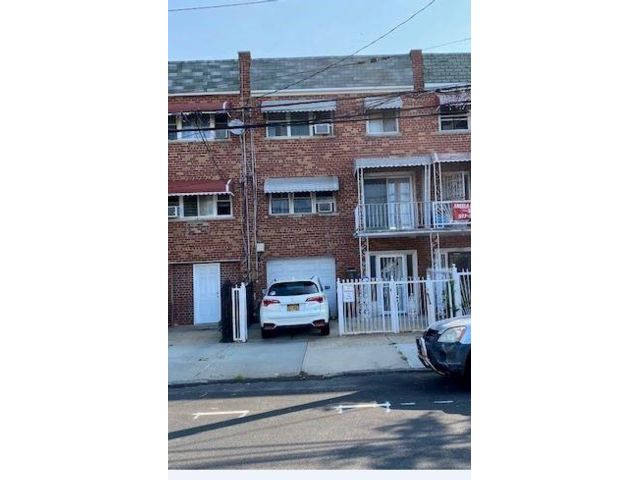 Studio,  0.00 BTH  Multi-family style home in Soundview