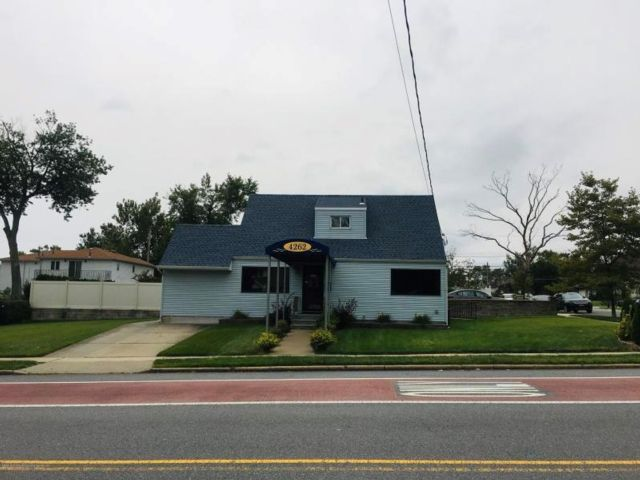 Studio,  0.00 BTH  Commercial style home in Eltingville
