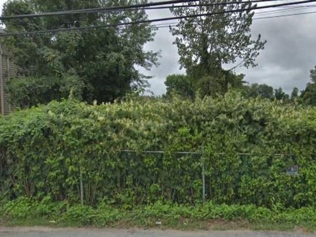 Lot <b>Size:</b>   Land style home in Dongan Hills-below Hylan