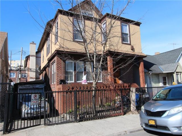 6 BR,  0.00 BTH  Multi-family style home in Brighton Beach