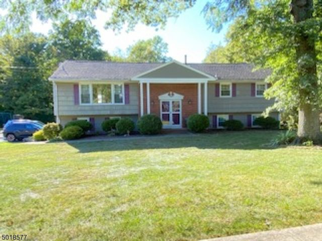 5 BR,  3.00 BTH Bi-level style home in Flanders