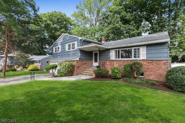 4 BR,  2.50 BTH  Split level style home in West Orange