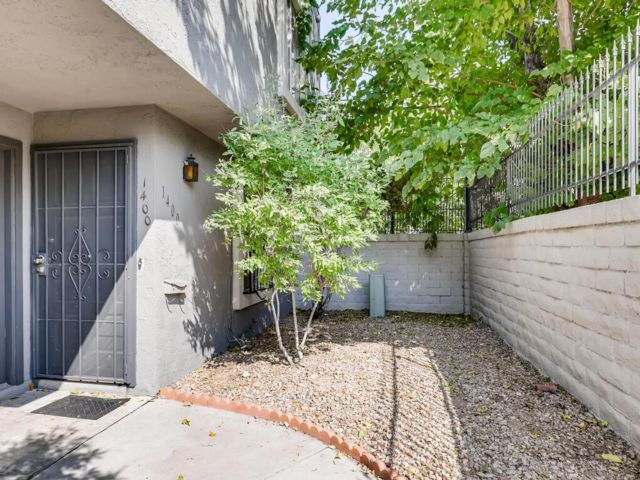 2 BR,  1.50 BTH 2 story style home in Las Vegas