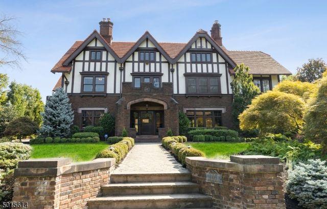 9 BR,  4.50 BTH Tudor style home in Montclair