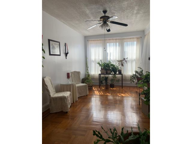 8 BR,  4.00 BTH  2 story style home in Crown Heights