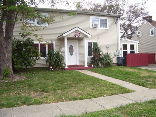 4 BR,  2.00 BTH  Cape style home in Copiague