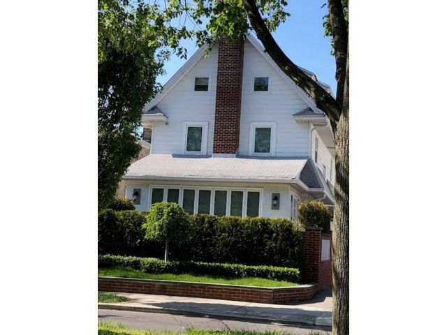 5 BR,  4.00 BTH  Single family style home in Homecrest