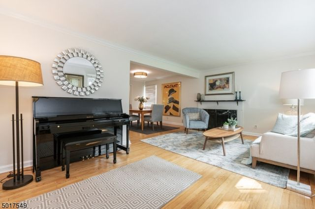5 BR,  2.50 BTH Colonial style home in Montclair
