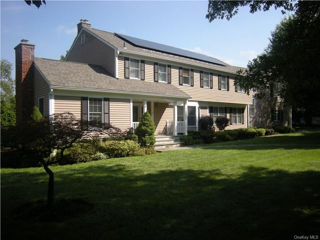 4 BR,  5.00 BTH  Colonial style home in White Plains