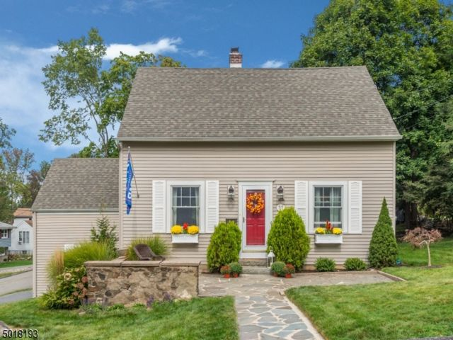 3 BR,  2.00 BTH Cape cod style home in Wayne