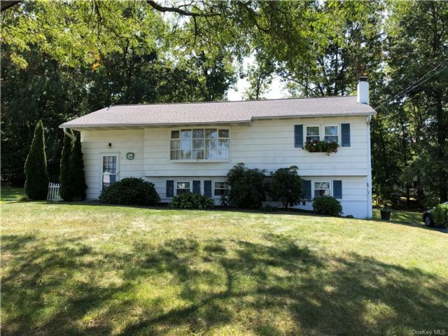 4 BR,  2.00 BTH  Raised ranch style home in Newburgh