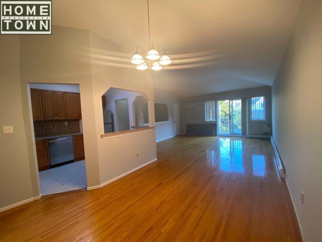 2 BR,  2.00 BTH Rental style home in Bay Ridge