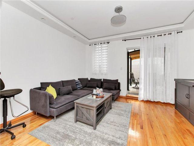 2 BR,  1.50 BTH Condominium style home in Gravesend