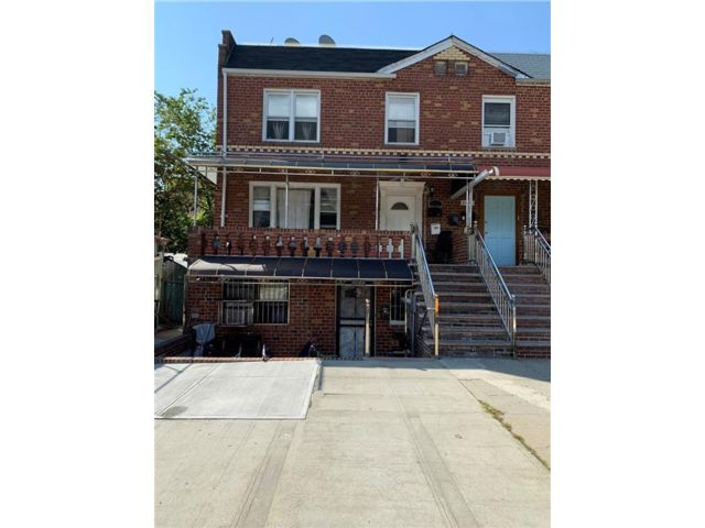 8 BR,  4.00 BTH  Multi-family style home in Brighton Beach