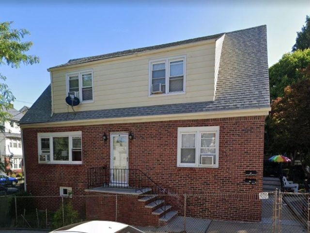 3 BR,  2.00 BTH 2 story style home in Kearny