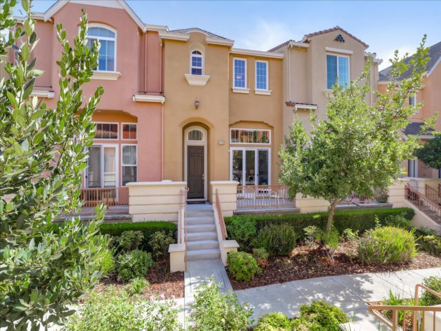 2 BR,  2.50 BTH Townhouse style home in Santa Clara