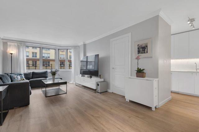 2 BR,  1.00 BTH  Coop style home in Gramercy Park
