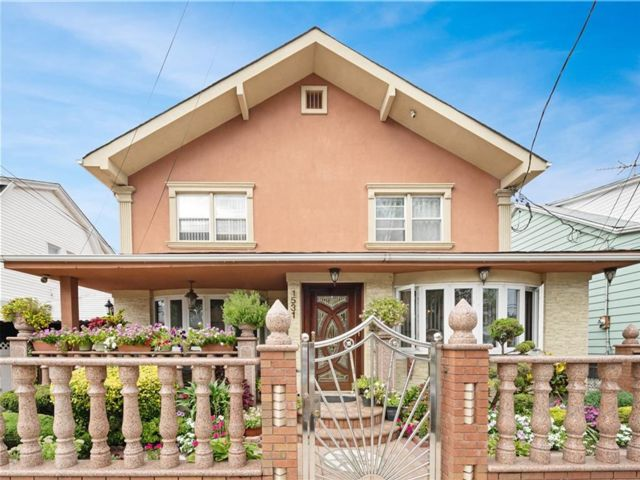 4 BR,  4.00 BTH Single family style home in Canarsie