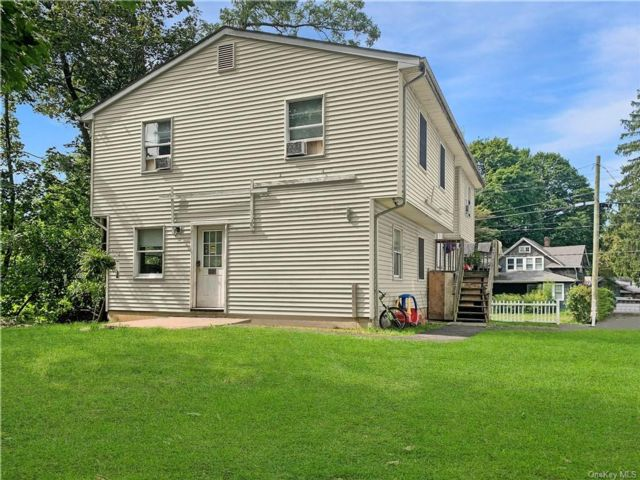 7 BR,  4.00 BTH  Raised ranch style home in Ramapo
