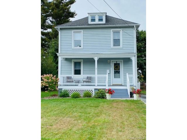 3 BR,  1.00 BTH Colonial style home in Cornwall