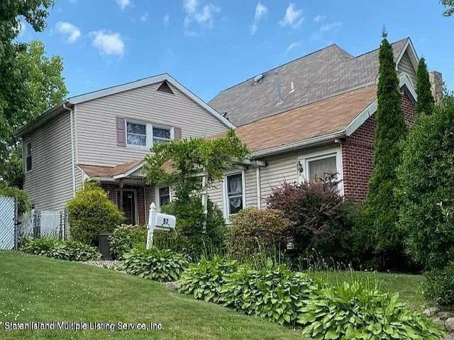 3 BR,  1.50 BTH  Cape style home in Great Kills