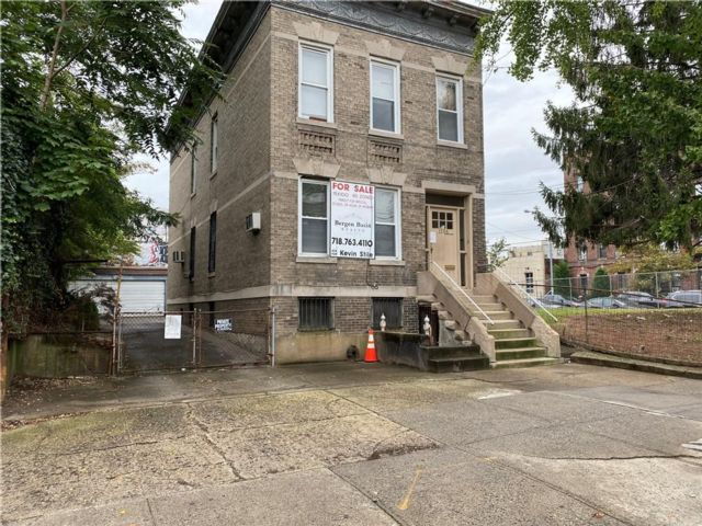 Studio,  2.00 BTH  Multi-family style home in Midwood