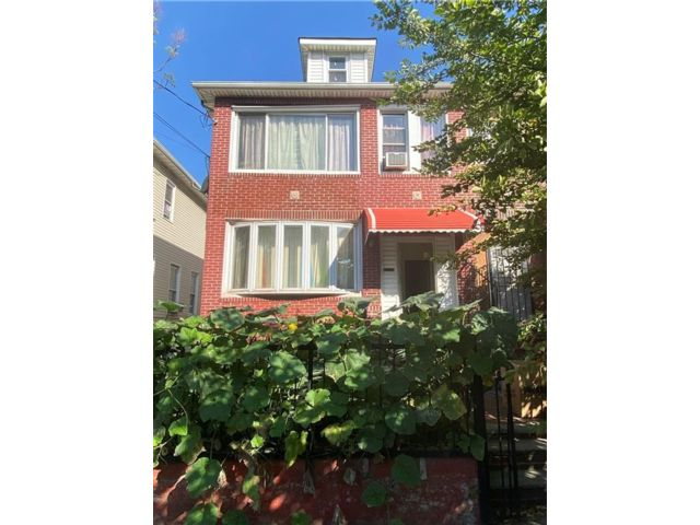 8 BR,  0.00 BTH  Multi-family style home in East Flatbush