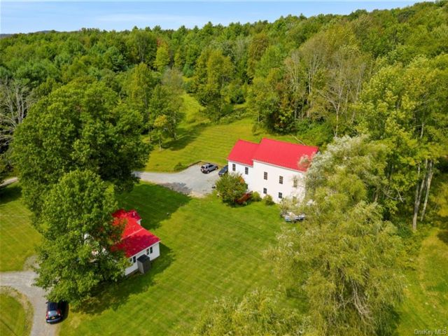6 BR,  6.00 BTH Ranch style home in Fallsburg
