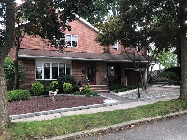 4 BR,  2.00 BTH  Single family style home in Oakwood/New Dorp Heights