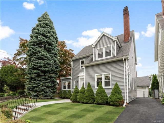 3 BR,  4.00 BTH Colonial style home in Yonkers